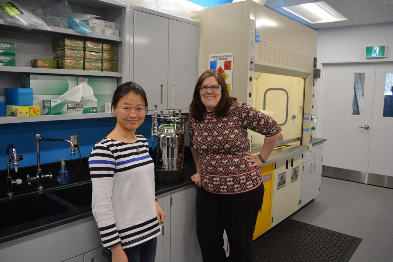 SiREM Project Lead, Sandra Dworatzek, (right), and Fei Luo, a post-doctoral fellow funded through the project (left), commemorate the official transfer of the benzene culture to SiREM from the U of T lab.